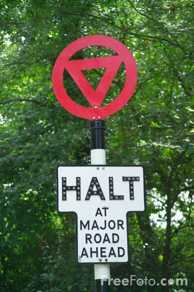 41_08_86-halt-at-major-road-ahead_web